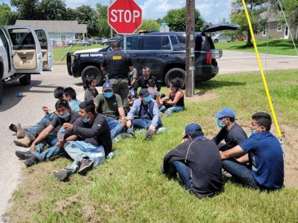 Refugio County Sheriff's Office deputies and Texas DPS troopers process a human smuggling incident where they recovered 18 migrants who hadn't eaten for three days. (Photo: Refugio County Sheriff's Office)