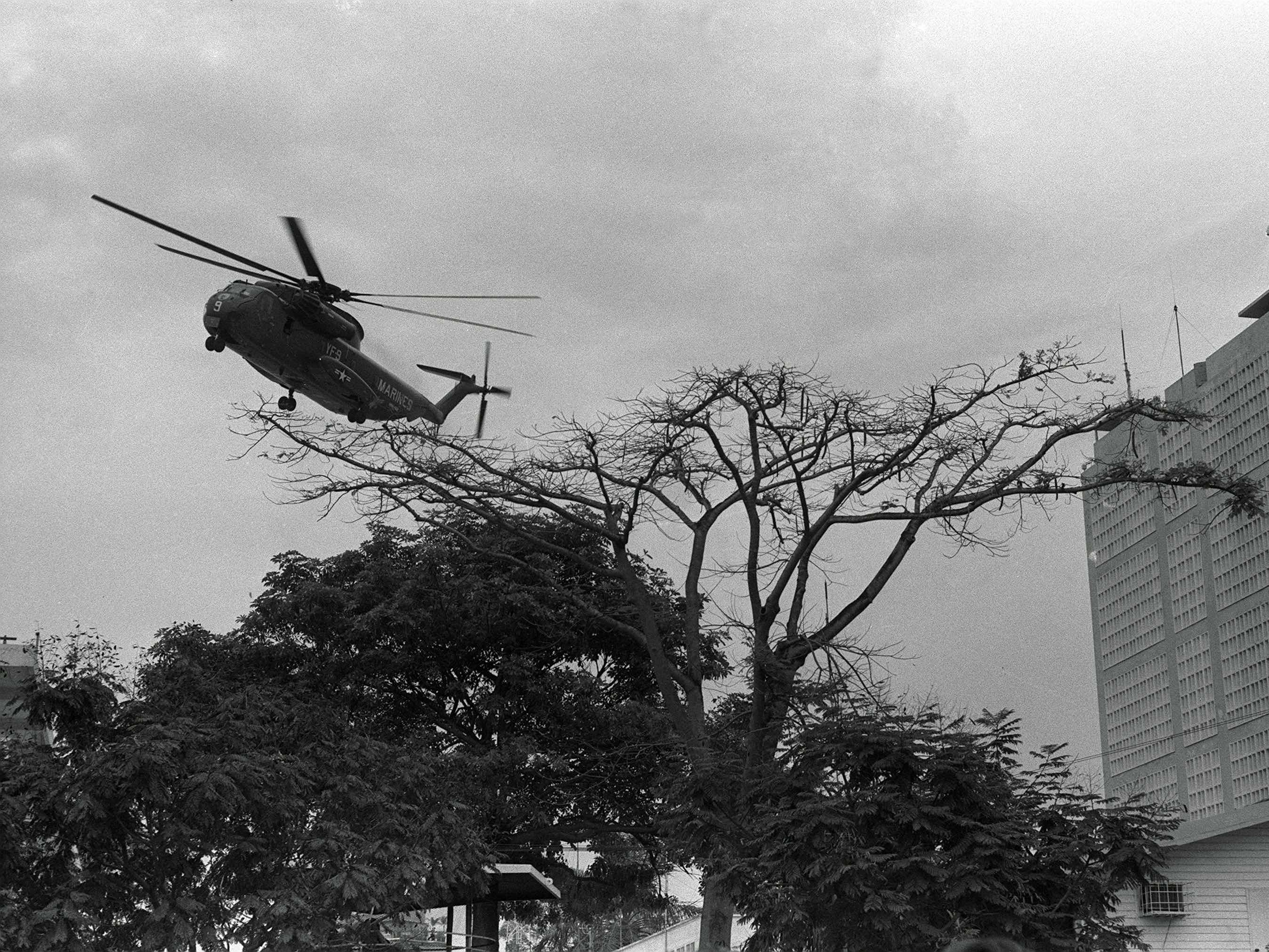 Saigon evacuation (phu / Associated Press)