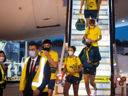 SYDNEY, AUSTRALIA - AUGUST 01: Australian Olympians exit their plane after returning from the Tokyo 2020 Olympic Games, at Sydney International Airport on August 01, 2021 in Sydney, Australia. (Photo by Jenny Evans/Getty Images)
