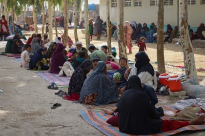 Afghan internally displaced families arrive in Kandahar as they flee battles between Taliban fighters and Afghan security forces on July 27, 2021