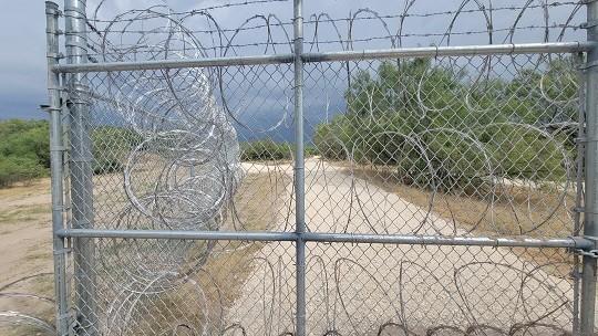 Texas border fending near Del Rio. (Photo: Bob Price/Breitbart Texas)