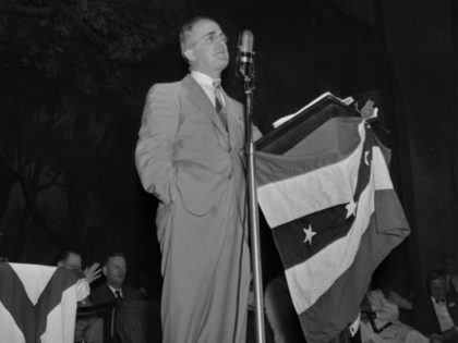 """Eugene """"Bull"""" Connor, police commissioner of Birmingham, Ala., delivers the welcoming address to the delegates of the Stats Rights democratic meeting in Birmingham, July 17, 1948. (AP Photo/Dave Taylor)"""