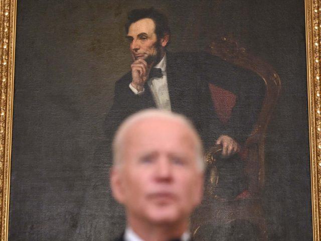 Biden hmmm Abraham Lincoln (Brendan Smialowski / AFP / Getty)