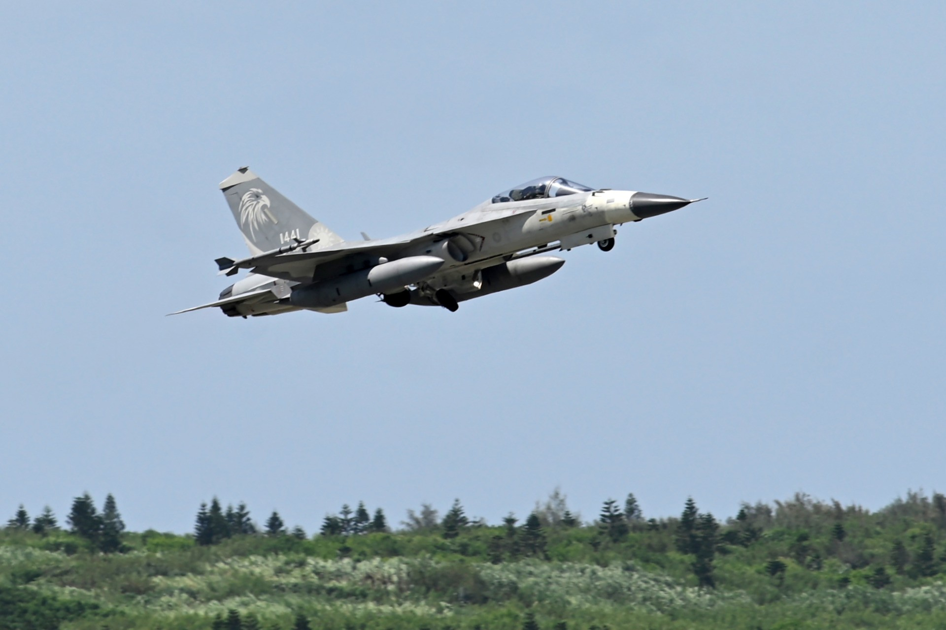 A domestically-produced F-CK-1 indigenous defence fighter jet (IDF) takes off during a visit by the island's president and the media from Penghu Air Force Base on Magong island in the Penghu islands on September 22, 2020. (Photo by Sam Yeh / AFP) (Photo by SAM YEH/AFP via Getty Images)