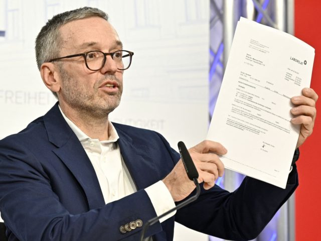 """Former Austrian Interior Minister and chairman of Austria's right-wing FPOe party Herbert Kickl addresses a press conference to give a """"personal declaration"""" on his Covid-19 vaccination status, on September 24, 2021 in Vienna. - Kickl presented a document of a negative antibody test to prove that he still is not …"""
