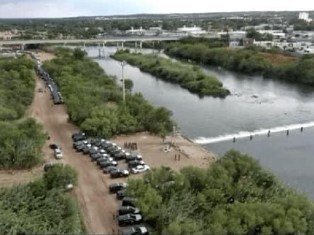 Texas Governor Sends Highway Patrol, Nat. Guard to Block Migrant Crossing in Del Rio
