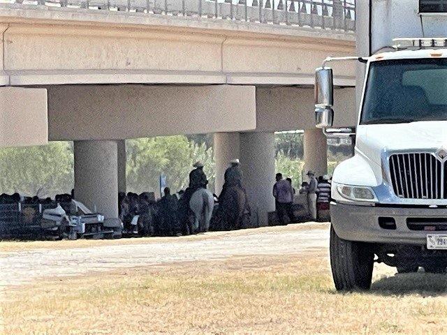 Border Patrol agents hold nearly 10,000 migrants under a bridge in Del Rio, Texas. (Photo: Randy Clark/Breitbart Texas)
