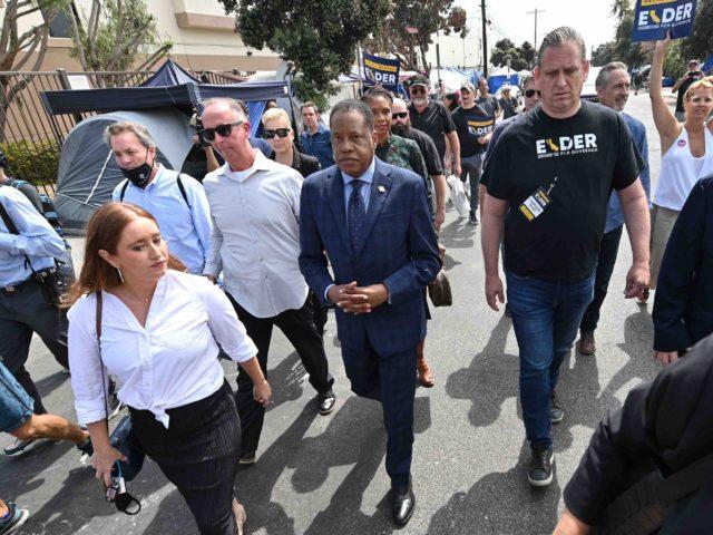 Larry Elder in Venice (Robyn Beck / AFP / Getty)
