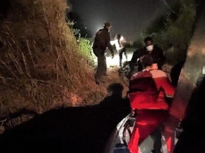Border Patrol agents in Falfurrias, Texas rescue a Salvadoran woman and her nine-year-old son after smugglers abandoned them in the brush. (Photo: U.S. Border Patrol/Rio Grande Valley Sector)