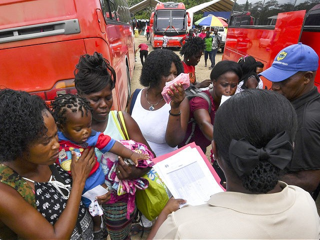 Members of Panama's National Borders Service check the list of migrants who leave the Temporary Station of Humanitarian Assistance (ETAH) towards Costa Rica, in La Penita village, Darien province, Panama, on May 23, 2019. - Migrants mainly from Haiti, Cuba, Democratic Republic of Congo, India, Cameroon, Bangladesh and Angola cross …