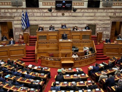 Greece's Prime minister Kyriakos Mitsotakis (C) addresses the Greek Parliament in Athens on October 7, 2021 during a session to ratify a defence deal with France, after France and Greece signed on September 28, 2021 a multibillion-euro deal for Athens to buy three French warships. (Photo by Louisa GOULIAMAKI / …