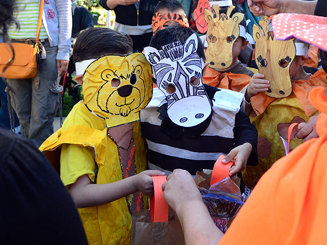 Children dressed as zoo animals from Happy Day School in Monterey Park, California, celebrate Halloween on October 31, 2013 by going trick or treating at a nearby home which has provided services to the developmentally disabled community since the mid 1950's. AFP PHOTO/Frederic J. BROWN (Photo credit should read FREDERIC …
