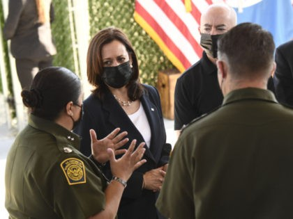 US Vice President Kamala Harris (2nd-L) tours the El Paso Border Patrol Station, on June 25, 2021 in El Paso, Texas. - Vice President Kamala Harris is traveling in El Paso, Texas on Friday, where she will tour a Customs and Border Protection processing facility, meeting with advocates and NGOs. …