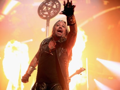 Mötley Crüe Singer Vince Neil, Breaks Ribs, Rushed to the Hospital After Falling Off Stage During Concert