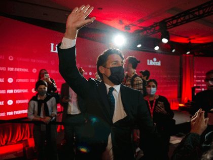 Canadian Prime Minister Justin Trudeau waves after delivering his victory speech in Montreal, Quebec, on 21 September 2021 | Photo: Andrej Ivanov | AFP/Getty Images via Bloomberg