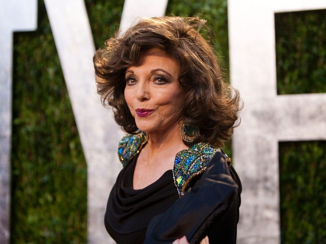 Joan Collins arrives to the Vanity Fair Oscar Party at the Sunset Tower on February 26, 2012 in West Hollywood, California. AFP PHOTO / ADRIAN SANCHEZ-GONZALEZ (Photo credit should read ADRIAN SANCHEZ-GONZALEZ/AFP via Getty Images)