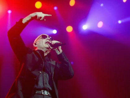 HOLLYWOOD, FL - AUGUST 01: Pitbull onstage at Hard Rock Live! in the Seminole Hard Rock Hotel & Casino on August 1, 2016 in Hollywood, Florida. (Photo by Gustavo Caballero/Getty Images)
