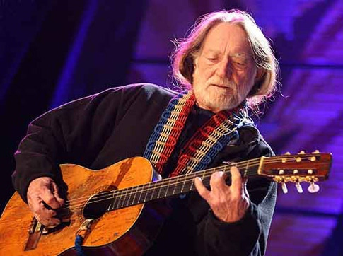 Marijuana Advocate Willie Nelson to Perform at RNC