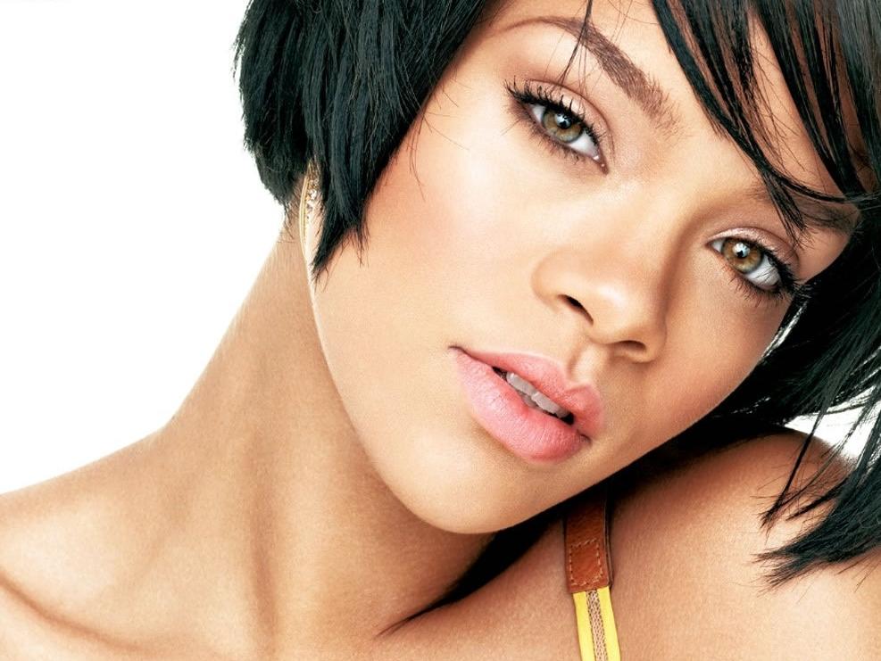 Rihanna Fans: Joan Rivers' Violence Joke 'Foul'