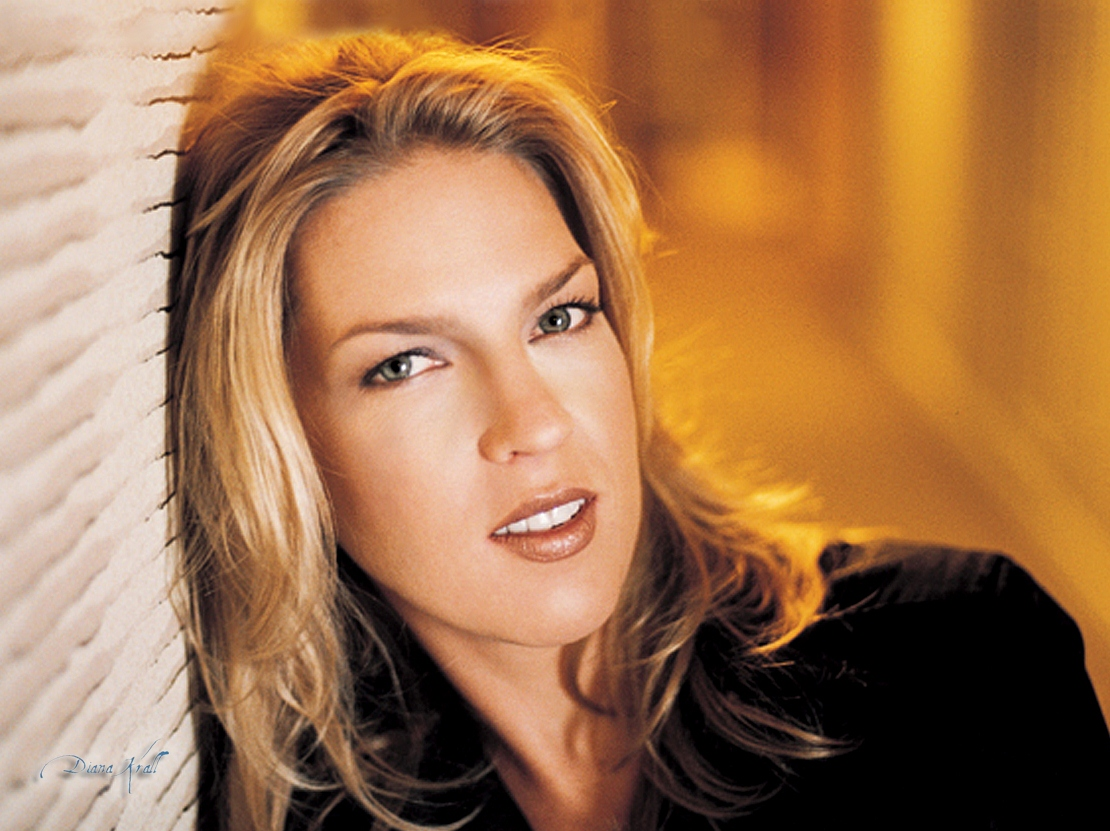 Diana Krall Plays 'Fly Me to the Moon' for Armstrong