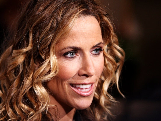 Sheryl Crow Blames Cell Phone Use for Brain Tumor