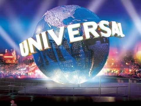 Universal Theme Park Show Toasts Obama, Roasts Romney