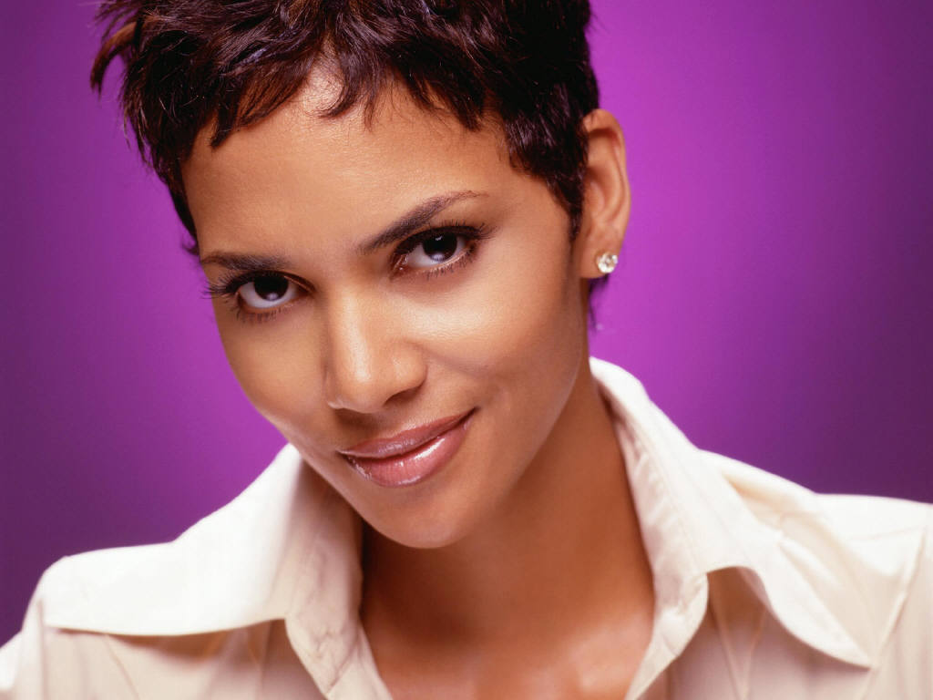 Halle Berry: Being Related to Sarah Palin 'The Worst Thing You Can Imagine'