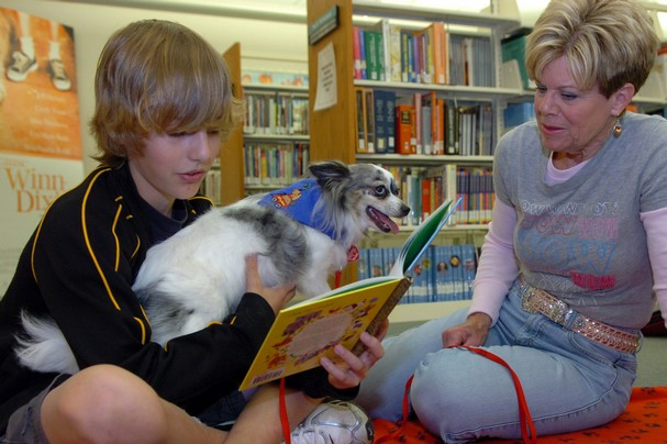Children Read to Dogs at Virginia Library
