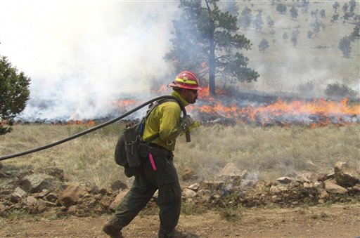 1,200 firefighters battle record New Mexico blaze
