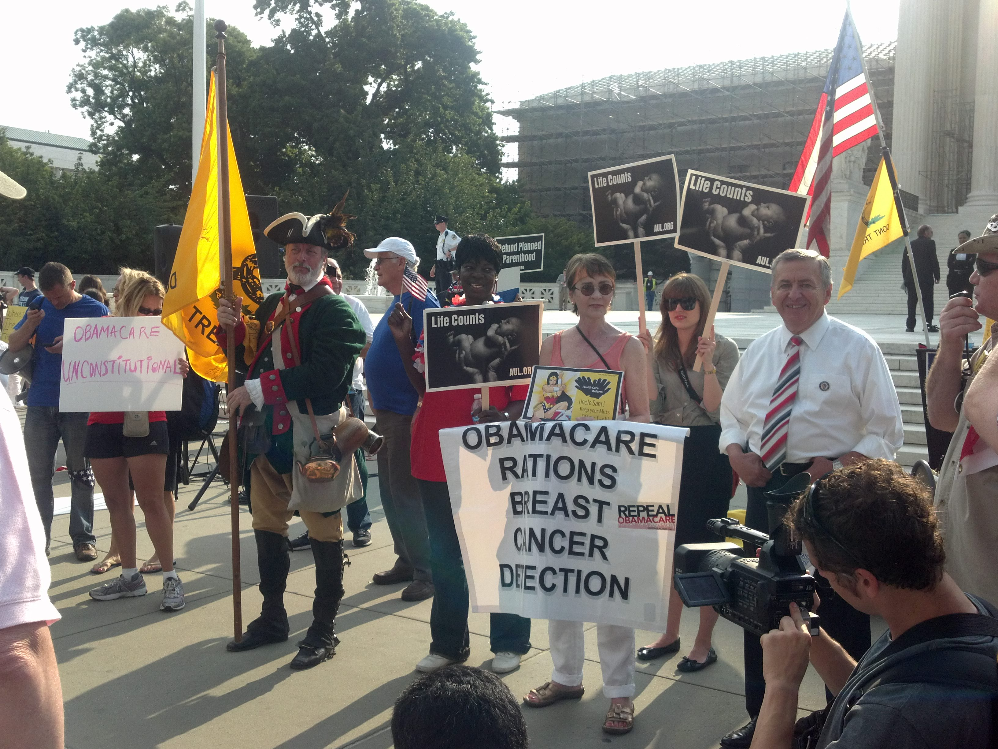 Breaking: Conservatives Outnumber Obamacare Supporters Outside Supreme Court