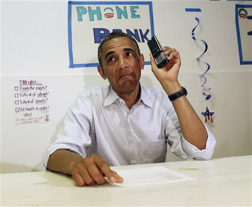 Obama Struggles to Use iPhone