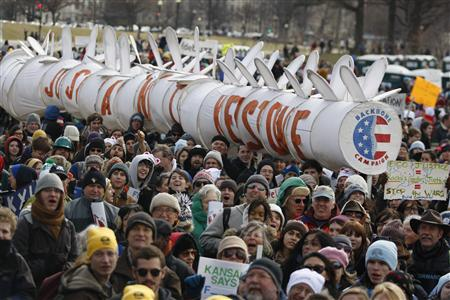 Thousands at Climate Rally in Washington Call on Obama to Reject Keystone Pipeline