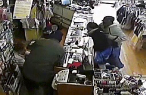 Bat-swinging Chicago store owner fends off gunmen