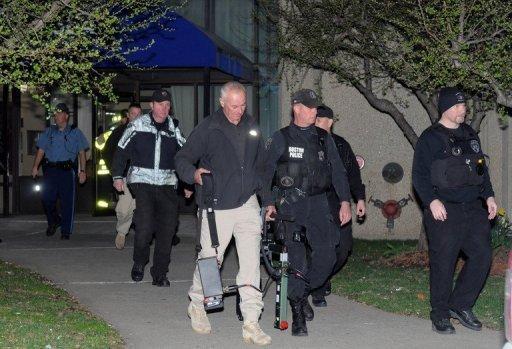 Investigators hunt clues in deadly Boston blasts