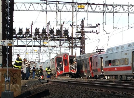 20 to 25 Injured as CT Commuter Trains Collide