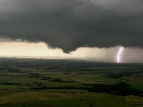 'Storm Chasers' Stars Die in Oklahoma Tornado