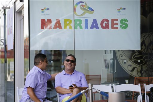 Gay, lesbian couples flock to Calif. courts to wed