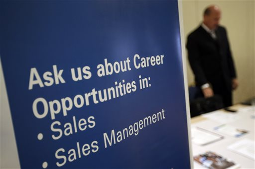 US Jobless Claims Fall to 326K