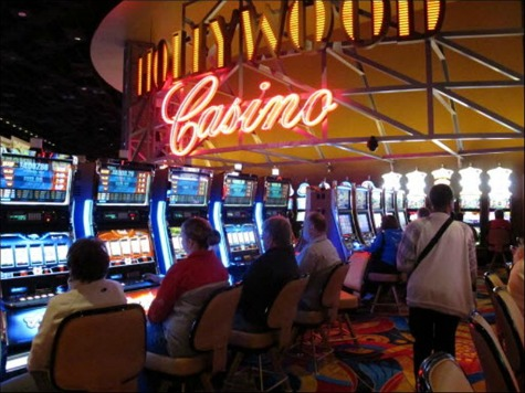 Casino Slashes Worker Hours to Avoid Obamacare Fines