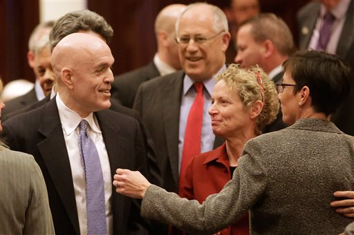 Illinois Lawmakers Vote to Allow Same-Sex Marriages
