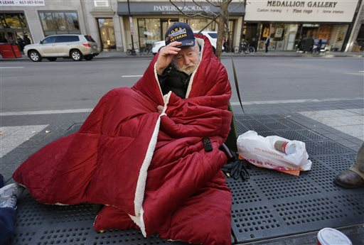 Vets Return to Streets to Reach the Homeless