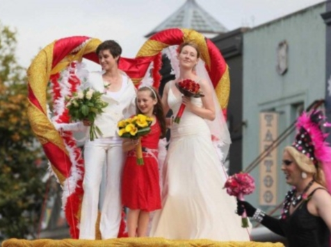 Rose Parade to Feature Same-Sex Wedding Float