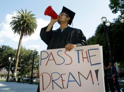 CA May Give Student Loans to 'Dreamers'