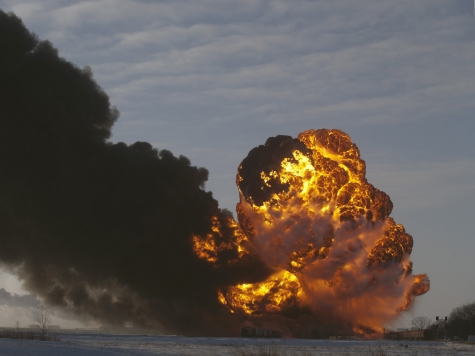 Rockefeller, Wyden Want New Laws on Oil Train Derailments