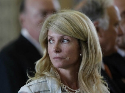 Media Circle Wagons to Protect Wendy Davis From Bio Falsehoods