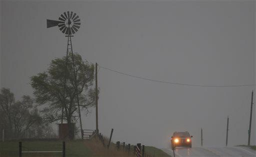 Tornadoes Strike Central U.S., Killing 2 in Oklahoma
