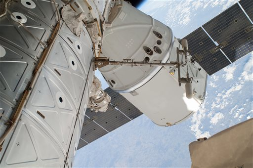 Private Shuttle SpaceX Dragon Returns to Earth from Space Station