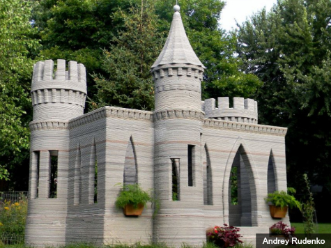 Man Uses 3D Printing to Build Castle in Backyard