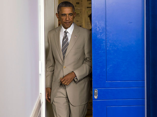 Josh Earnest: Obama 'Stands Squarely Behind' Decision to Wear Tan Suit