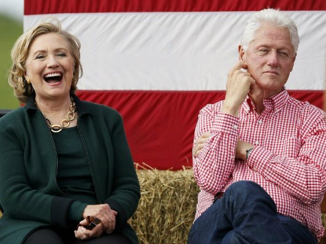 'Comeback Couple' Returns to Iowa: Hillary Teases POTUS Run, Bill Says GOP Doesn't Want Voters to Think